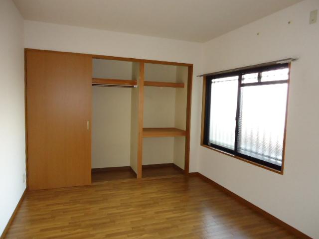 洋室と収納2