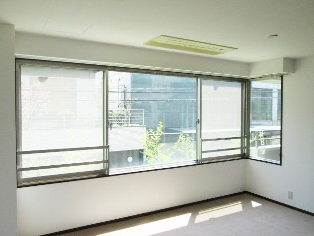 大きな窓(202号室、203号室)