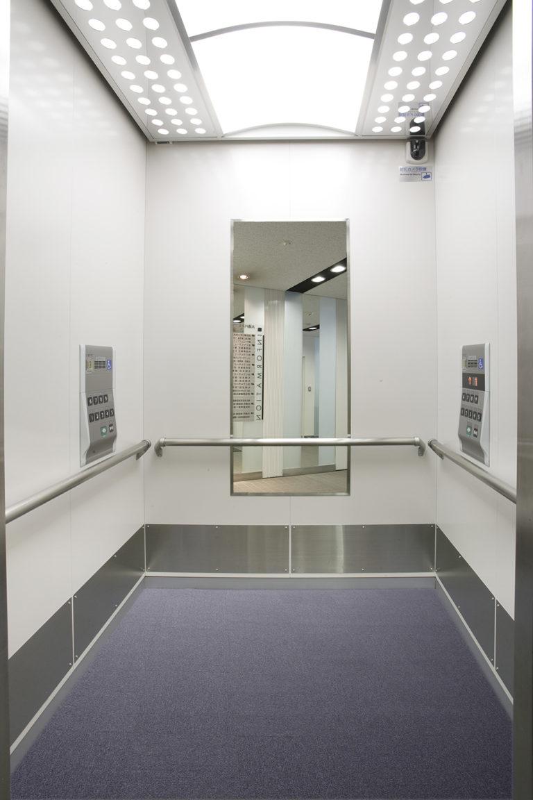 共用エレベーター(ユニバーサルデザイン)